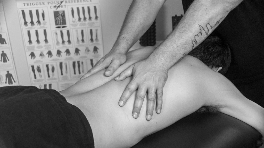 Gold Coast Relaxation Massage & Remedial Massage Therapist working on a client (2)